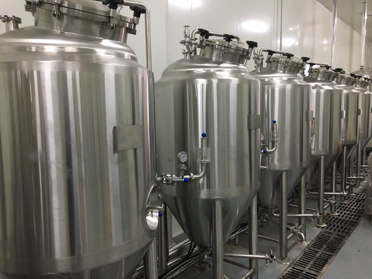 100gal 200gal jacketed stainless steel fermenter for beer brewing supplier  ZXF